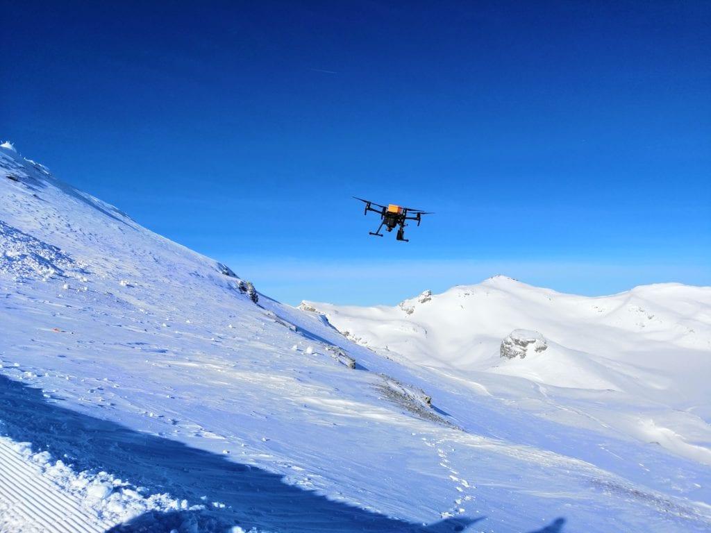Le drone en vol de test au Glacier de la Plaine Morte